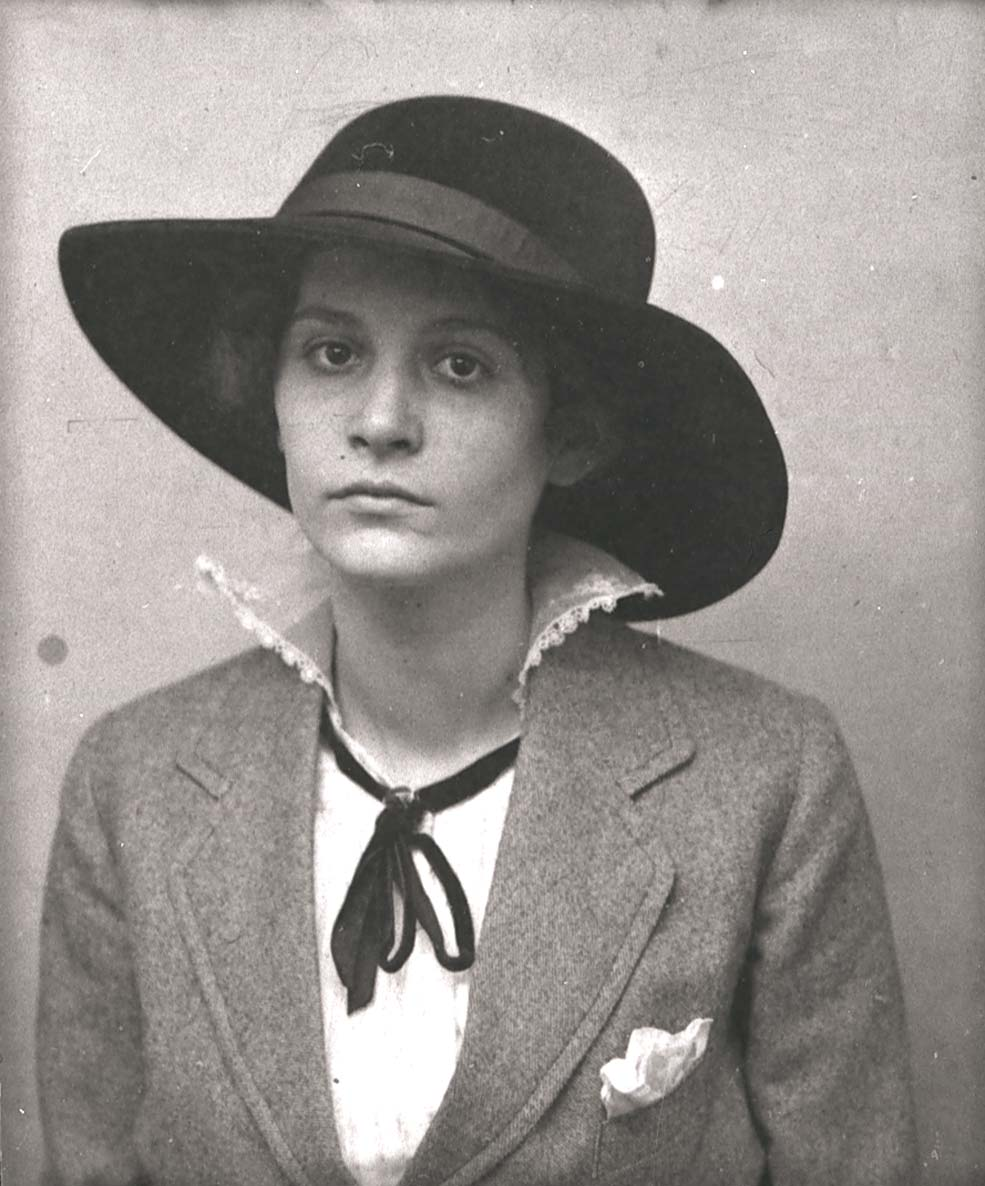 Catherine Colomb vers 1917 (fonds C. Colomb, Centre des littératures en Suisse romande, UNIL)